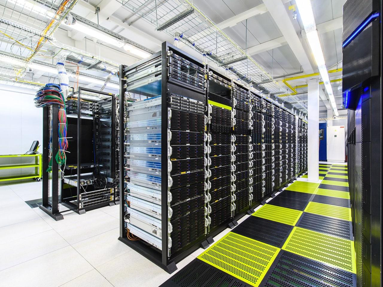 Пример фальшпола в серверной