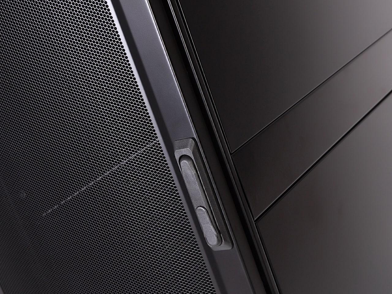 Шкаф монтажный с перфорированной дверью