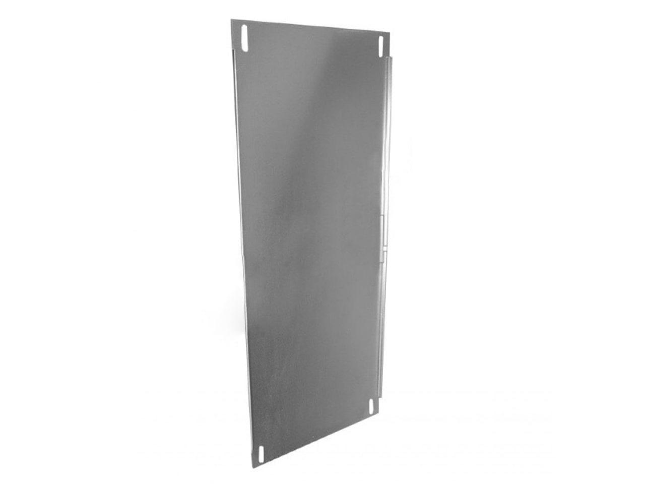 Металлическая монтажная панель с отверстиями