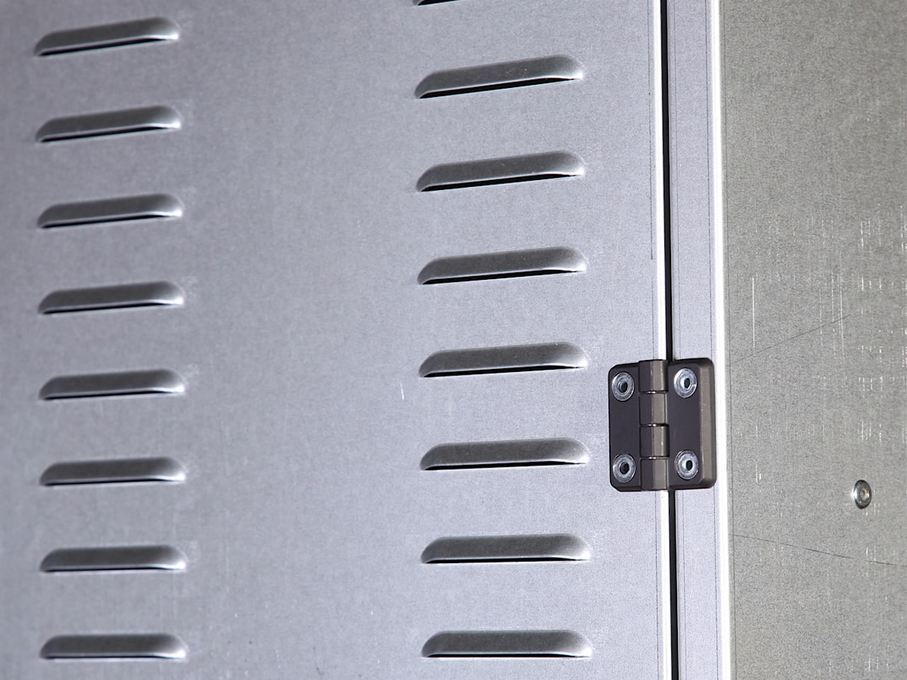 Производство металлических шкафов для раздевалок в СПб
